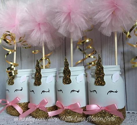 Wouldnt this be a cute Christmas gift or birthday present?? The perfect centerpiece for that unicorn themed birthday party! You get to choose the size and how many jars you need. The jars are hand painted and made to order. Adorable giggling unicorns dipped in gold glitter. *the