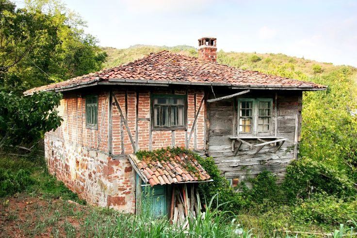 Forgotten house in a Turkish village / Terk edilmiş bir köy evi