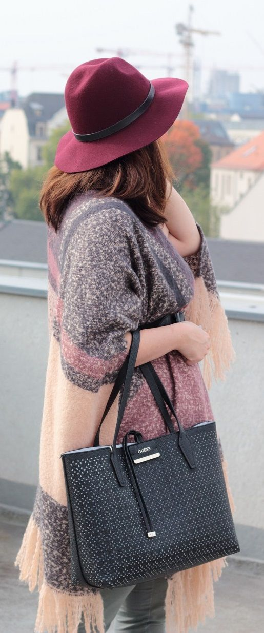 Herbst Outfit - Poncho mal anders kombiniert - So kombiniert man Ponchos im Herbst - #poncho #herbstoutfit #outfit