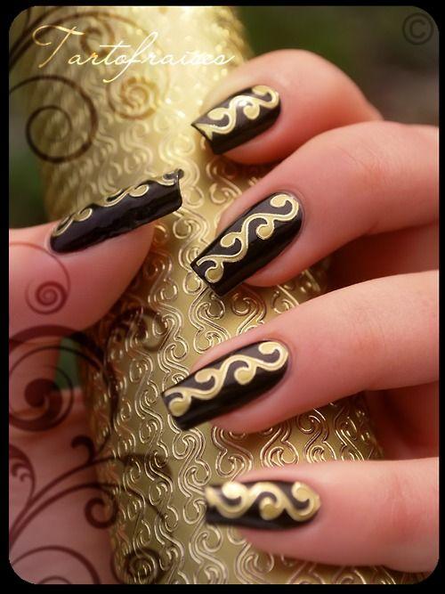 high-on-polish:  Egyptian nails  Gorgeous!