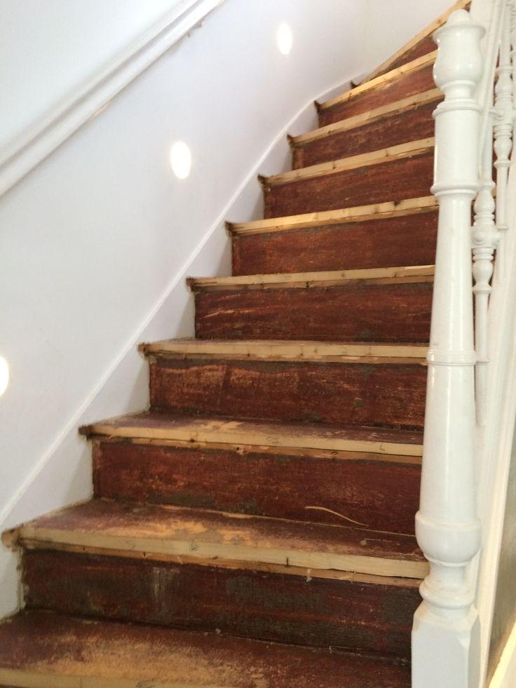 Bestaande trap in monumentale woning voorzien van eiken houten delen en de stootborden voorzien - Huis met trap ...