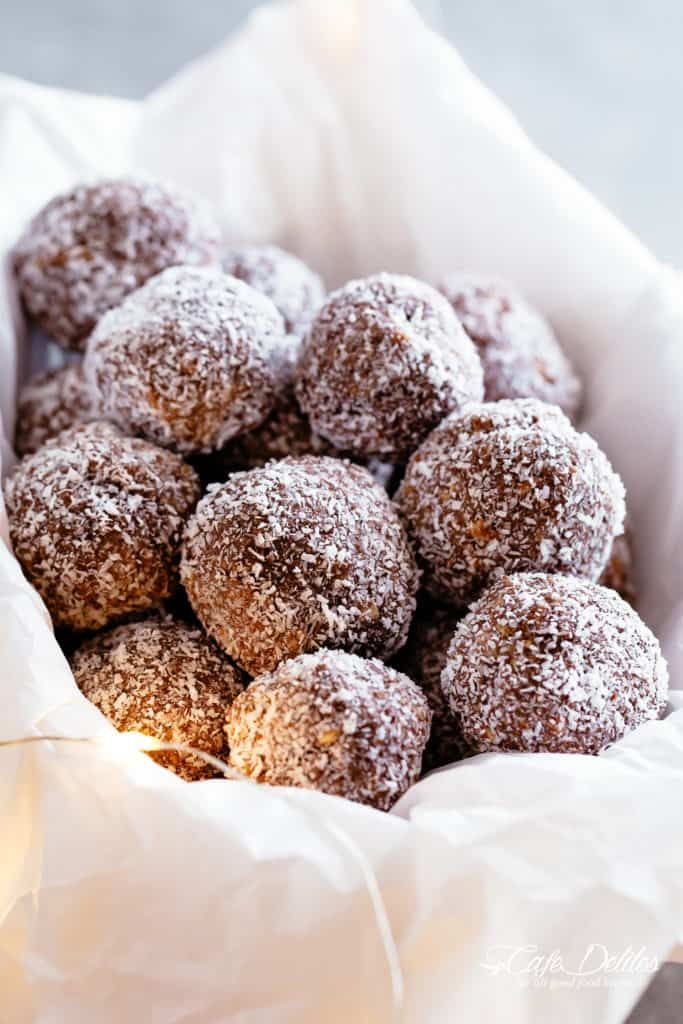 Rum Balls Are The Easiest 4 Ingredient Christmas Treat No Bake And So Easy The Best Treats To Give As Gifts Or S Rum Balls Rum Desserts Easy Christmas Treats