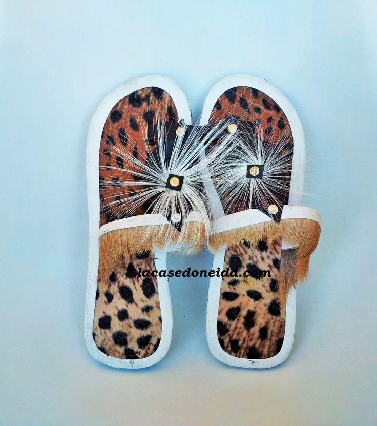 Sandales Bouclier Zulu - Femme - A la fois douces et confortables, ces sandales habillent vos pieds avec élégance toute l'année. Se portent toute l'année: à l'intérieur en hiver ou à l'extérieur en été. Matériaux: Cuir, poils d'antilope, pneu recyclé. Prix: 40€