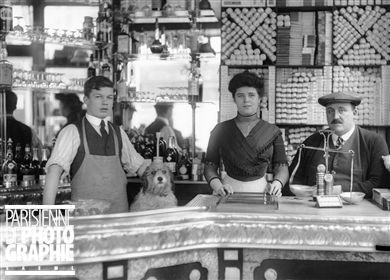 Comptoir d'un café-bureau de tabac. Paris, années 1920.