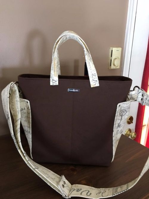 Robin added handles to her Ellen's Esplanade - ChrisW Designs bag patterns  PDF bag patterns  Designer bag sewing patterns  Pattern hack