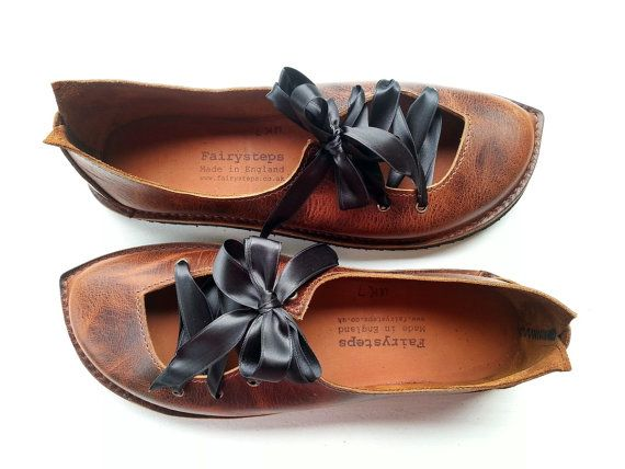 A quirky shoe with pointy IMP toe and ribbon ties. Its one of Fairysteps most popular styles. This style is adaptable for various width fittings