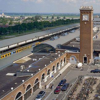Station Nijmegen uit 1954 | Foto 2003: IJ.Th. Heins/Rijksdienst Cultureel Erfgoed, CC-BY-SA