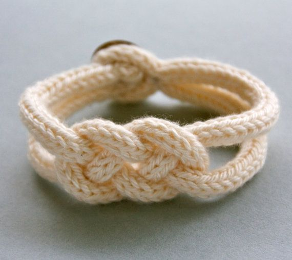 Bracelet de tricotin tressé blanc par LaMauvaiseGraine sur Etsy, €8,80