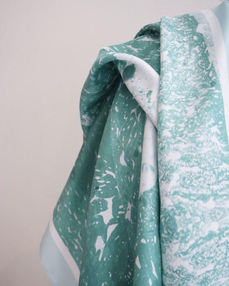 Scarf Jade 124 x 124 cm 100% silk