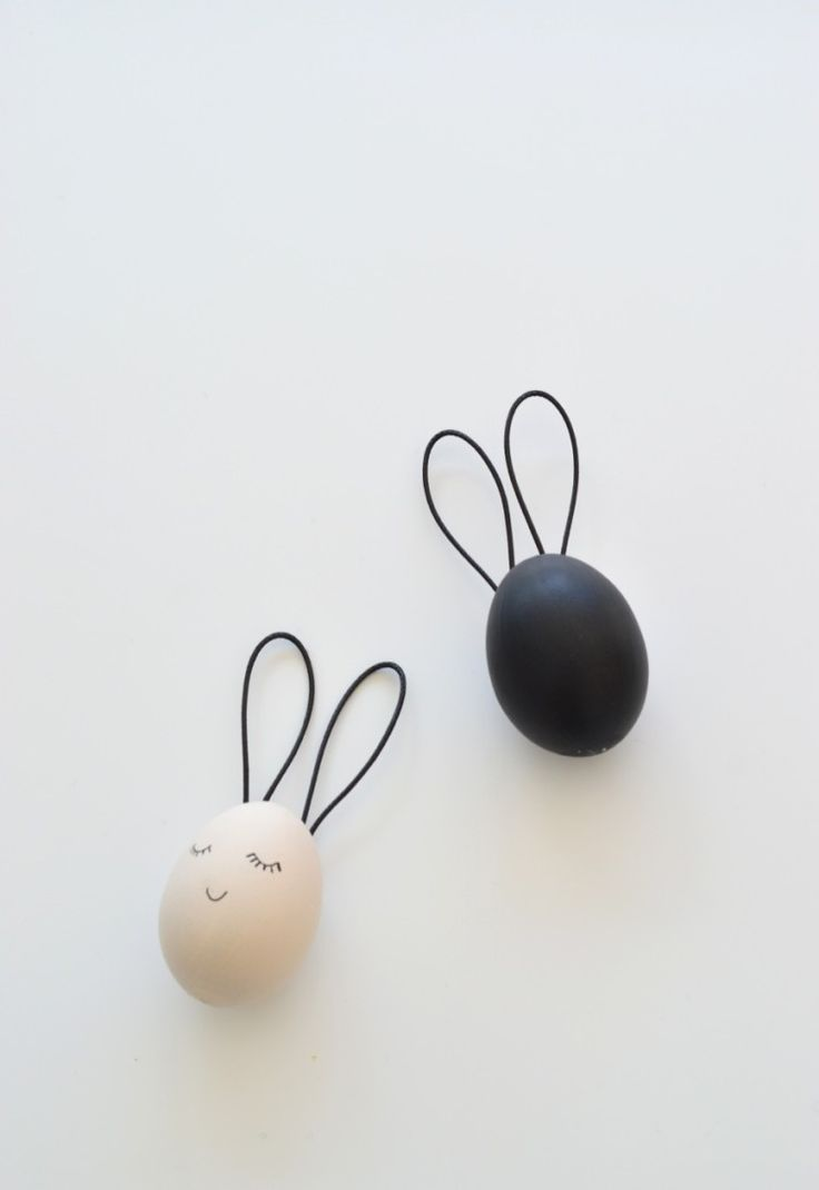 Looking for an easy Easter egg craft? Check out these stunning black and white Easter egg bunnies. Easy to make and so beautiful too.