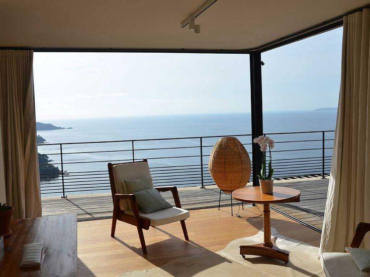 Moderner Stil und Komfort Villa – AC – WIFI – beheizten Salzwasser-Pool – Grill. Haus Cote d'Azur Le Lavandou. Mit Blick auf Aiguebelle und das Cap Nègre, diese moderne Villa bietet einen atemberaubenden Blick auf das Meer über Le Lavandou auf die Bucht und den goldenen Inseln. 4 Schlafzimmer Villa für 9 Personen 3 Bäder …