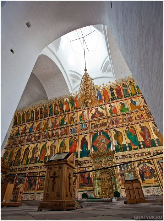The restored iconostasis of Transfiguration Cathedral