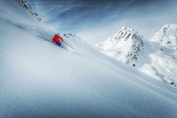 Secret powder stashes within the resort of Verbier4Vallées. Guided skiing with Epic Europe #powder#ski#pure#mountains