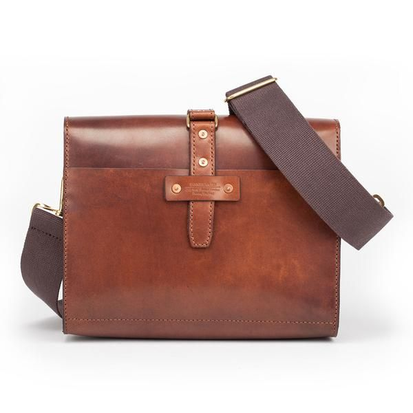 Oak Bark Tanned Leather Travel Bag designed and made in Dartington, South Devon by Tanner Bates. Perfect for practical, stylish executives or travellers.
