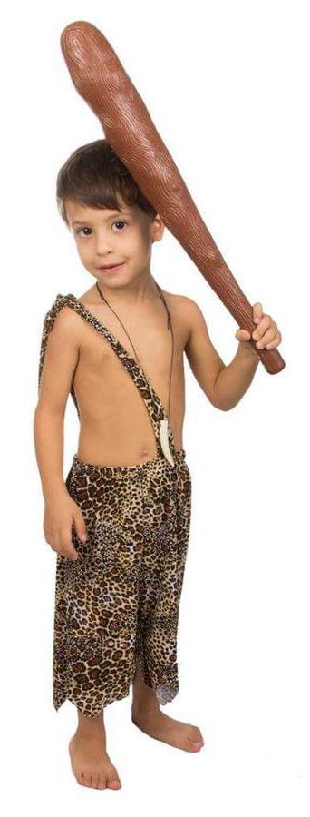 Com essa incrível fantasia de menino das cavernas, seu filho estará pronto para se divertir nas festas. Feita em Helanquinha estampada de onça, essa fantasia tem durabilidade, conforto e todo um diferencial.