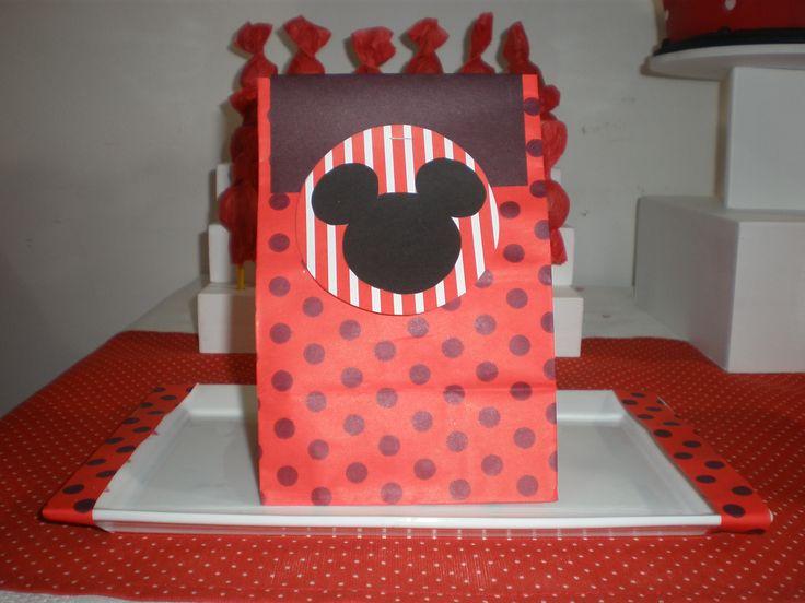 Souvenirs  Cumpeaños Minnie Mouse by Dulcinea de la fuente www.facebook.com/dulcinea.delafuente.5  https://www.facebook.com/media/set/?set=a.117305701748719.33441.100004078680330&type=1&l=b380a10ba8  #fiesta #golosinas  #cumpleaños #mesadulce #festejo #fuentedechocolate #agasajo#mesa dulce #candybar #sweet table  #tamatización #souvenir #minnie