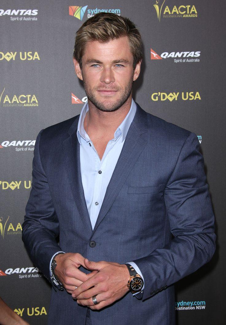 Chris Hemsworth just TRIPLED the cute on SNL last night. Hot damn.