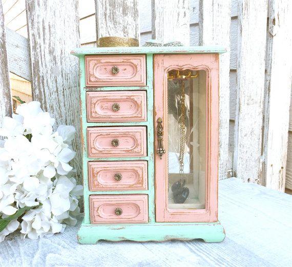 Una de dos tonos, mediados del siglo inspiraron joyero. Esto es una caja de joyería hermosa, sólida, hecha de madera, que ha sido pintado y