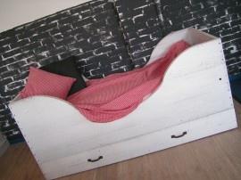 Small bed for toddler. Knus peuterbedje! Cotbed Sil junior. Vaar weg ... in je dromen... Ook in andere maten leverbaar! Kijk op http://www.indewijdewereld.nl