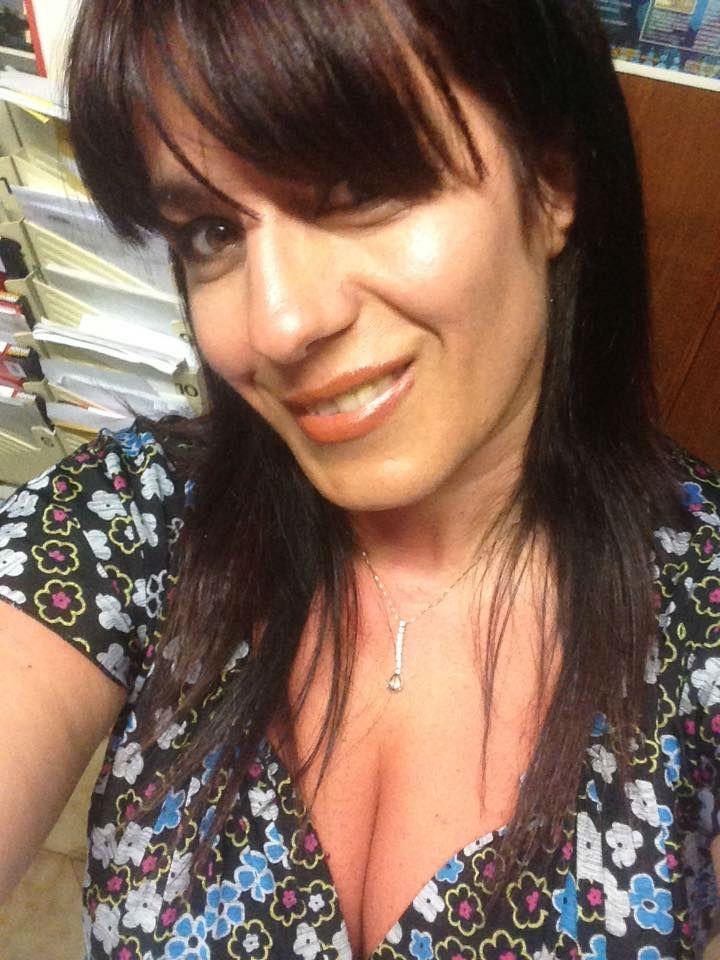 cerco uomo serio per convivenza - Ho 46 anni, sono solare, amante della vita e con tanta voglia di credere ancora che al mondo ci sia un uomo capace di dare amore e attenzioni alla sua compagna di vita. Se ci sei batti un colpo… ops volevo dire lascia un messaggio   - http://www.ilcirotano.it/annunci/ads/cerco-uomo-serio-per-convivenza/