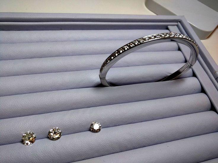 Gwels compra diamantes al mejor precio en Barcelona. Compra venta joyas con diamantes en Barcelona. Compro y vendo joyas, diamantes y brillantes. Tasación profesional de gemóloga. Muy buena tasación, máxima honestidad. Gwels Barcelona es una joyería especializada en la compra venta de diamantes. Joyería Diamantes Gwels Balmes 52, 08007 Barcelona. Horario: L-V de 10:30 a 20:30 Tel.: 935 32 39 20 http://compro-diamantes-barcelona.blogspot.com.es/