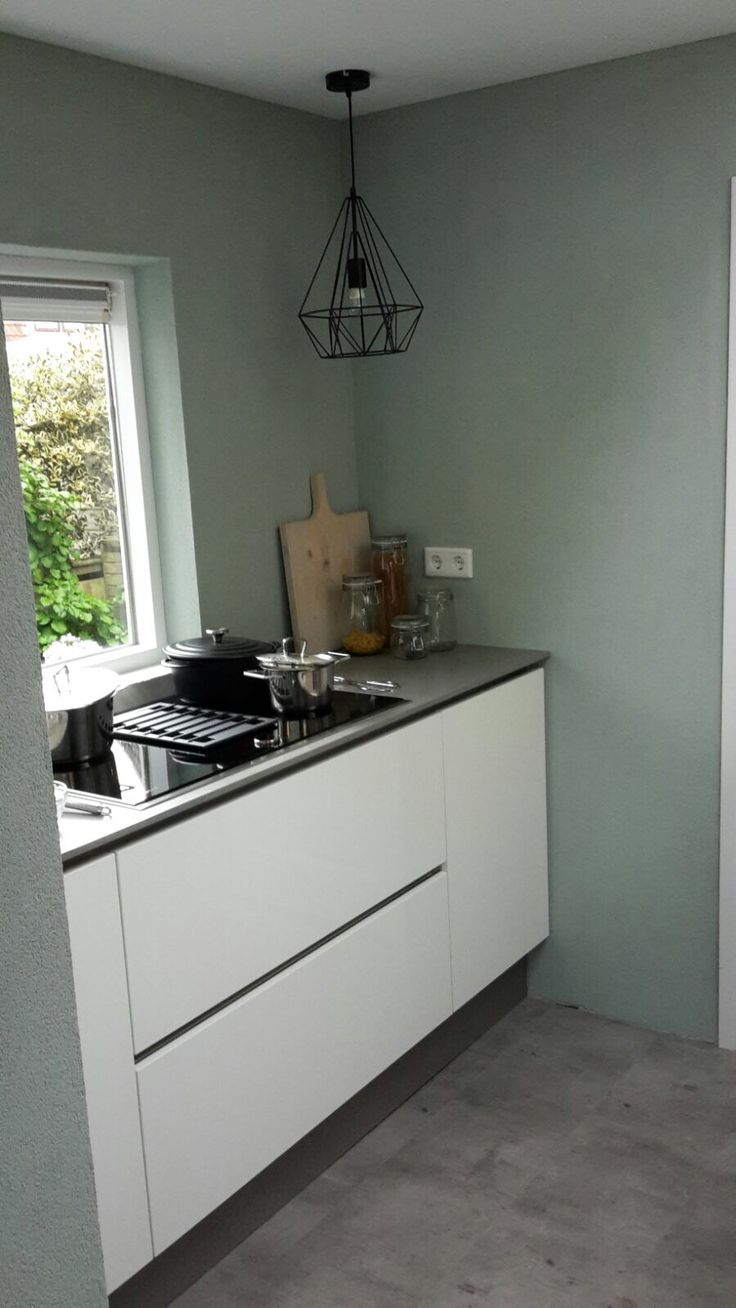 De nieuwste Neff inductie kookplaat met geïntrigeerde afzuiger, greeploos wit hoogglans, de lampen zijn van www.lampenlicht.nl