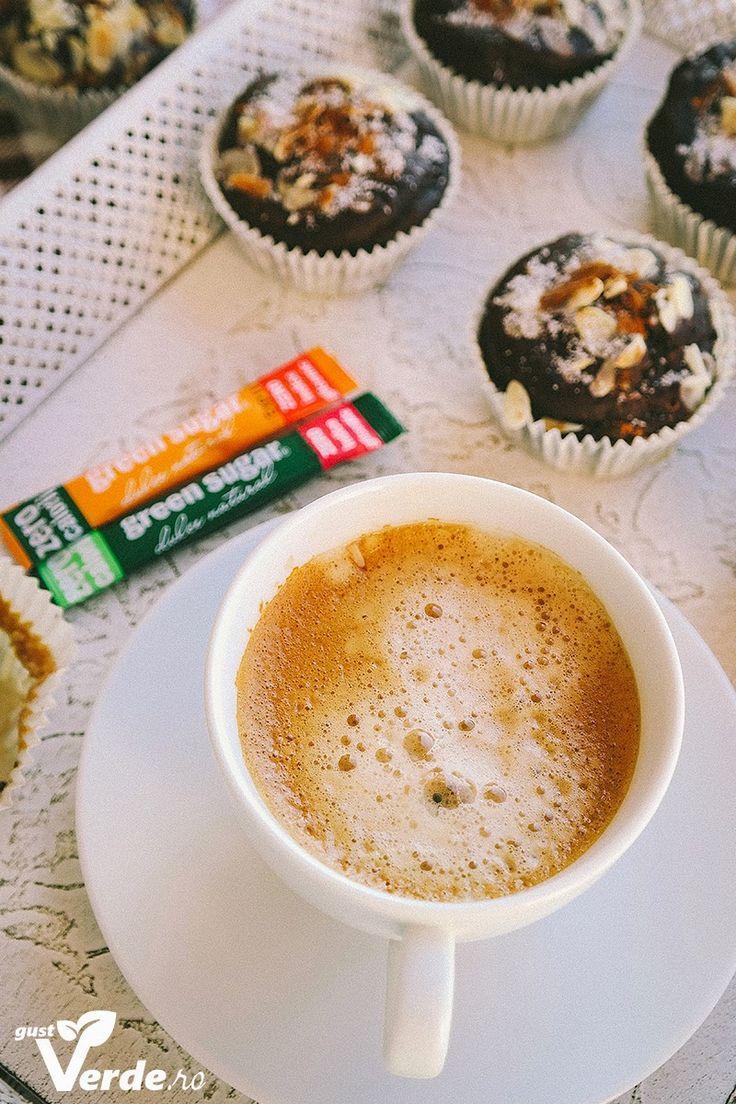 Gust Verde: Briose sanatoase de ciocolata cu unt de arahide. (Fara zahar)