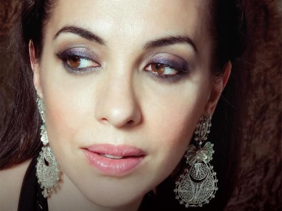 Teresa Salgueiro. makeup + earings