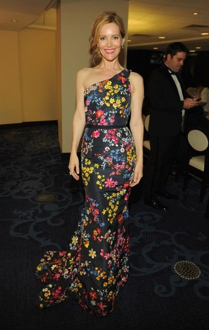 Leslie Mann doing floral right-so pretty.Naeem Khan, White Houses, Leslie Mann, Cocktail Parties, Woman Dresses, Red Carpets, House Correspondence, Cocktails Parties, Floral Dresses