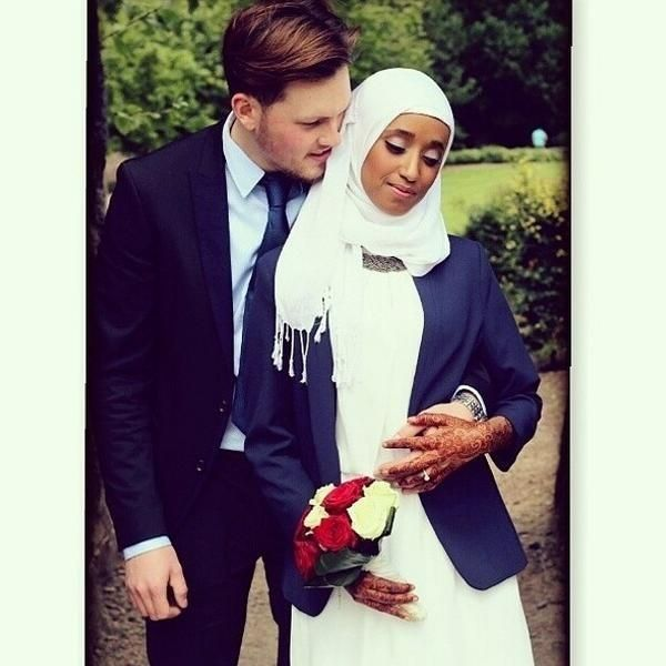 Dress what make u comfort. Masha'Allah! Love seeing Muslim couples break down cultural barriers <3