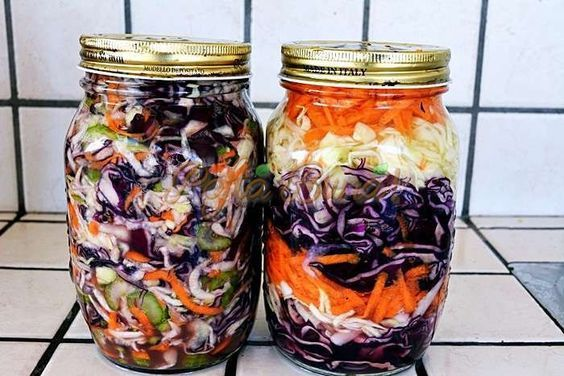 Salata de varza rosie si alba pentru iarna