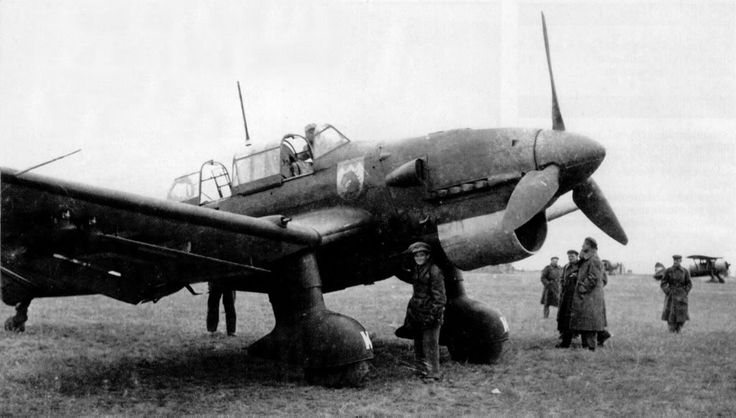 Ju 87 B of the 7/StG 77, closely examined by members of the Royal Hungarian Air Force, Eastern front, 1941.