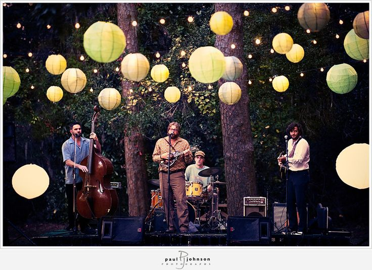 be in a folk or country band.Acoustic Concerts, Outdoor Concerts Lights, Living Music Parties Ideas, Paper Lanterns, Bluegrass Band, Decor Lanterns, Bluegrass Folk Band, Outdoor Music, Concerts Ideas
