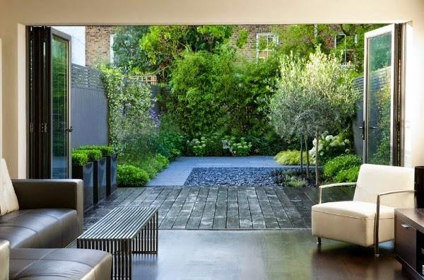 Un pequeño jardín urbano de aire oriental