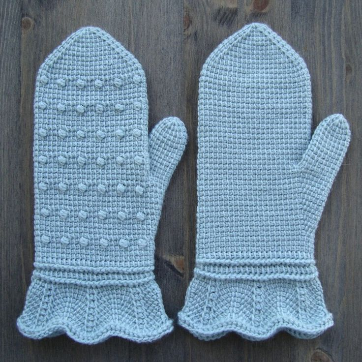 Tunisian Mittens ~  Free Pattern ~  Yarn: 65% merino wool (super wash),  10% angora; 100 g = approx 400 m Crochet Hook: de 4 mm