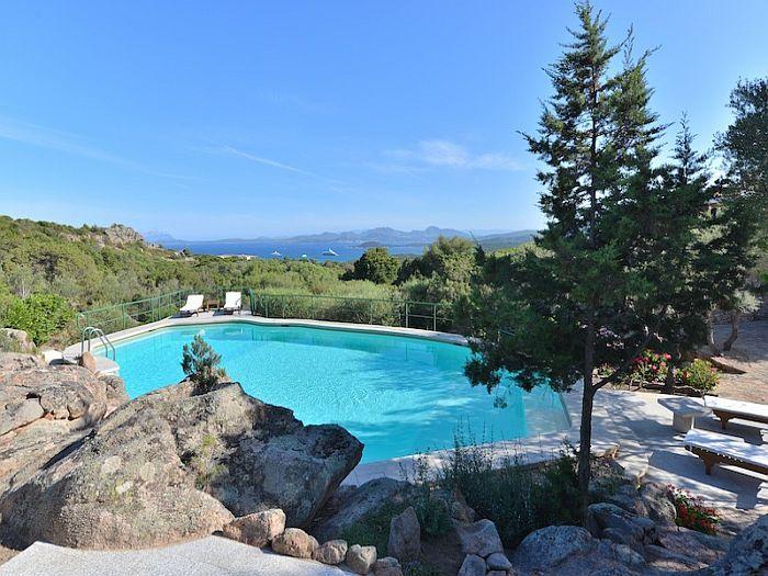 A Porto Cervo, villa esclusiva con 5 camere da letto, 4 bagni, piscina panoramica!