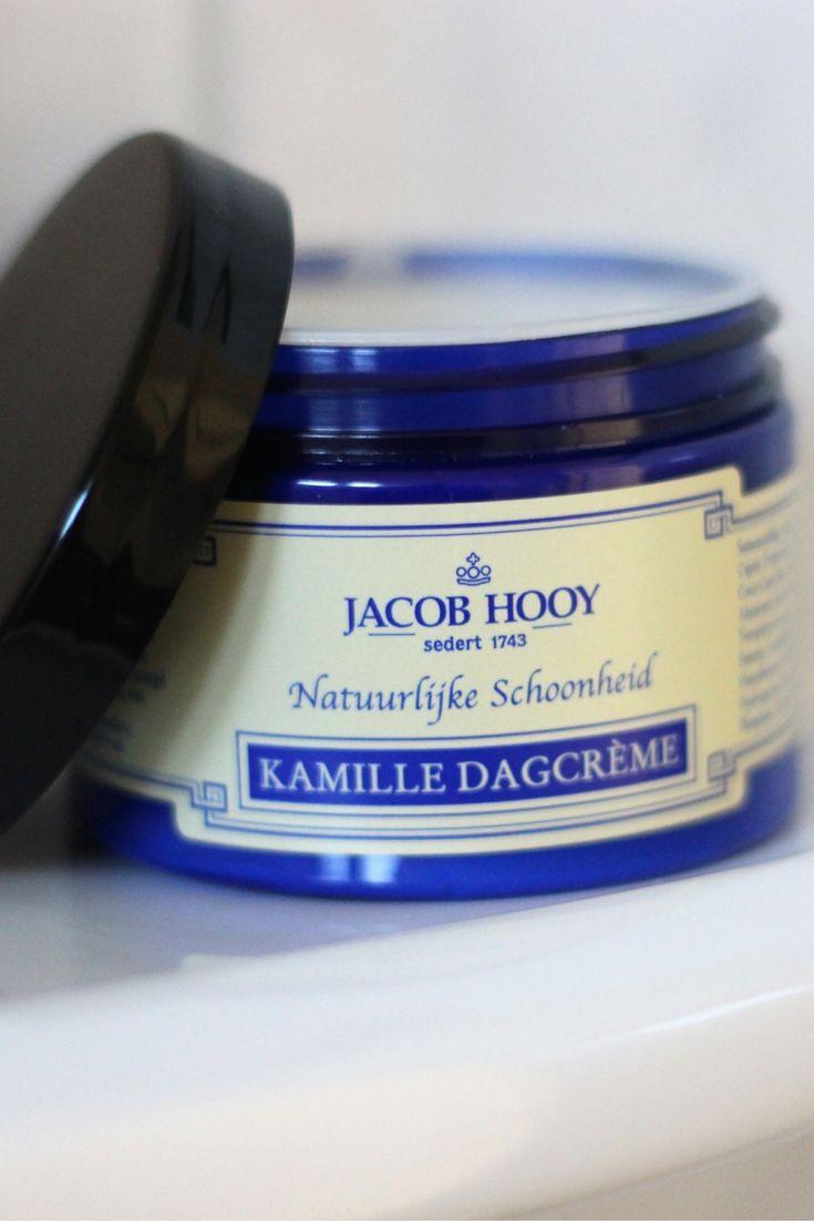 Eén van onze meest populaire huidverzorgingsproducten is de kamille dagcrème van Jacob Hooy. Deze heerlijk ruikende crème heeft een zachte werking en is dus ideaal voor de gevoelige huid. Te vinden in onze webshop: puur.li/kamilledagcreme    #jacobhooy #dagcreme #kamille #cosmetica #puurenkracht #webshop #skincare