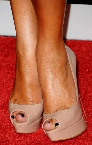 Jennifer Lopez - great shoes at Fox Searchlight 2011 Golden Globe party, California.
