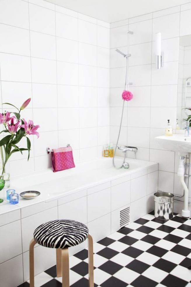 Beautiful White Monochrome Scandinavian Bathrooms 19