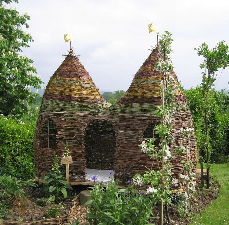 ULLABENULLA: Dreaming Spires... It's a playhouse!