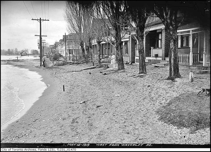 Kew Beach homes were once right at water's edge (1919).  Dozens were demolished for boardwalk and parklands.  Second image is at the same location.