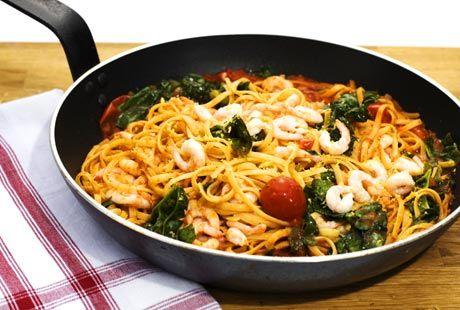 Spaghetti med räkor, vitlök och tomat | Recept från Köket.se
