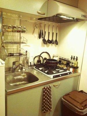 自作スパイスラックいい。 1DKの狭いキッチン : 狭いキッチンを快適に&すっきり収納アイディア実例集 - NAVER まとめ