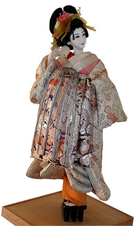 Japanese antique Oiran doll. Japanese Kimono Dolls Catalogue. Japanese Art online shop. The Black Samurai Online Shop.