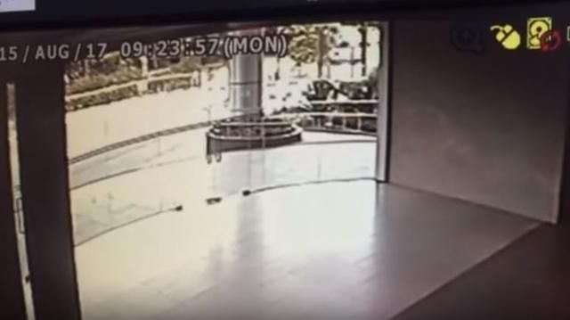 No One Knew Who Shattered This Door Until Police Watch The Chilling Security Camera Footage