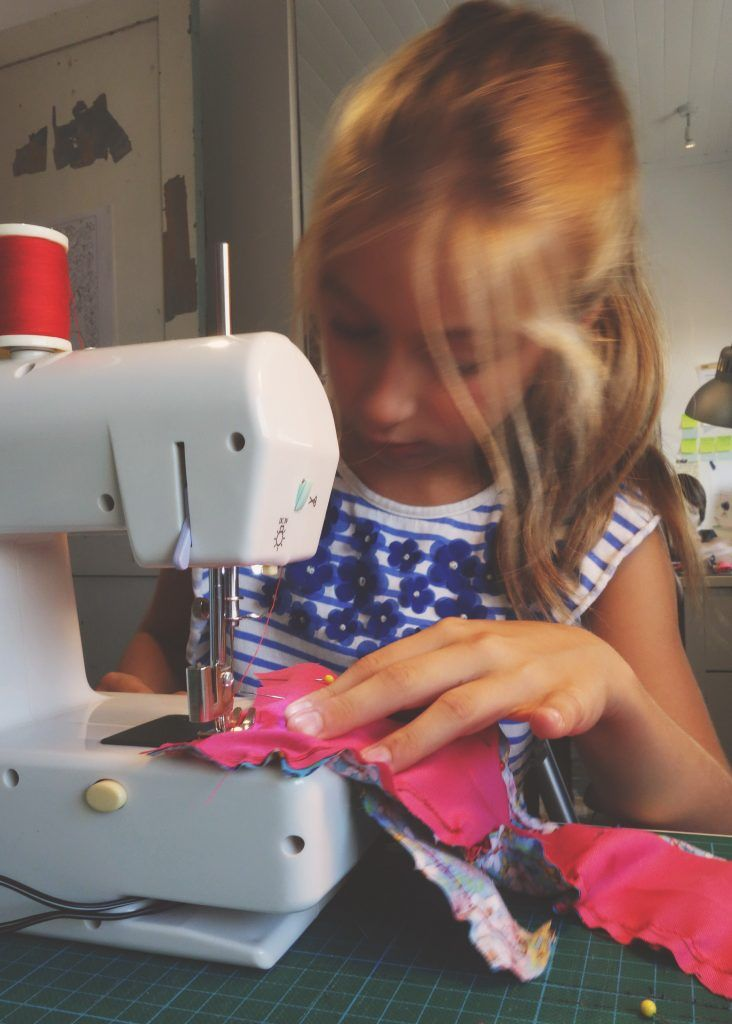 Initier un enfant à la couture