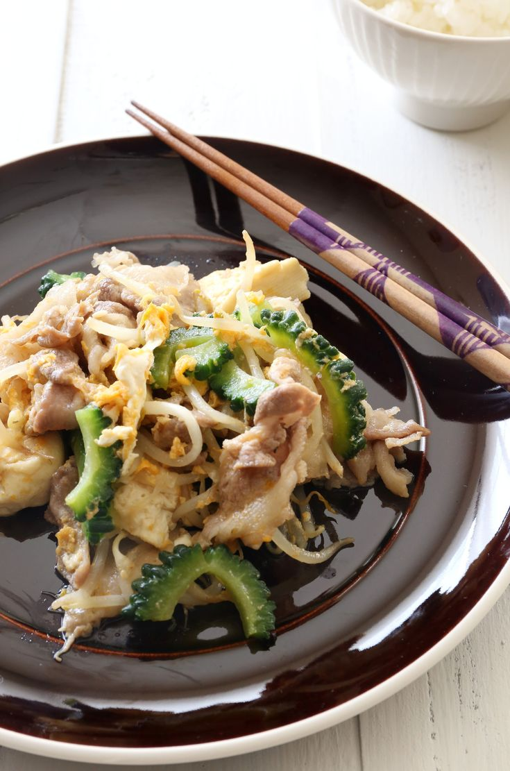 夏の定番!ゴーヤチャンプル by 川崎利栄さん / 白いご飯がすすむ定番のゴーヤチャンプルは歯ごたえを残しながらサッと仕上げるのがポイント。 / ナディア