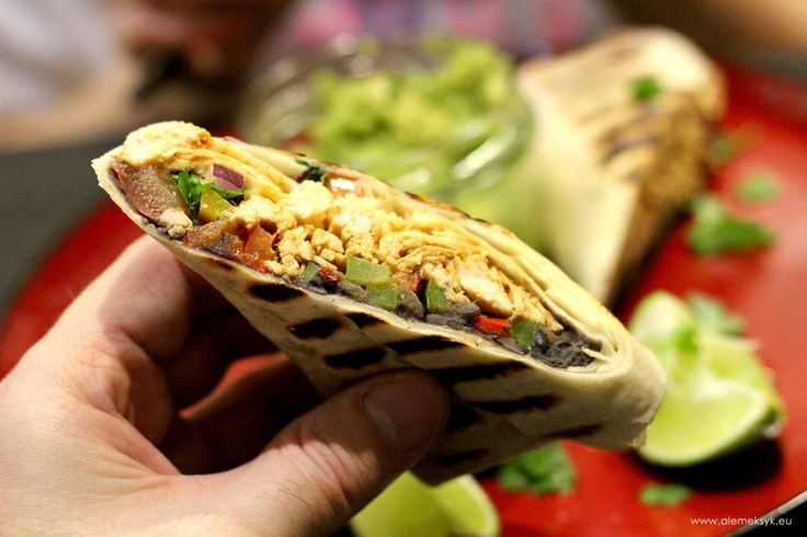Chicken burrito with frijoles refritos // Burrito z szarpanym kurczakiem i pastą fasolową