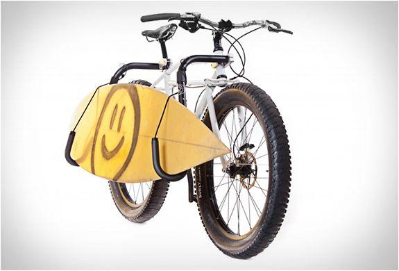 Lekker fietsen naar het strand en toch gewoon je board mee
