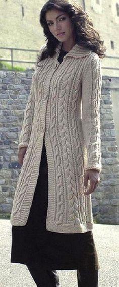 Длинное пальто спицами